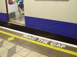 800px-mind-the-gap-bank