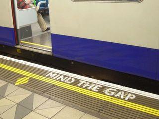 800px-mind-the-gap-bank